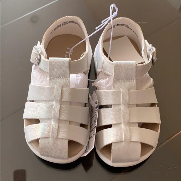 0509668145de Toddler girls white sandals. NWT. Children s Place